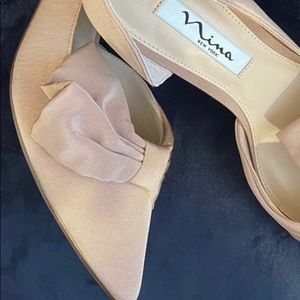 Nina Breese Bow pumps